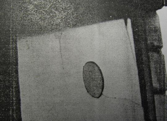 Круглое отверстие в стекле