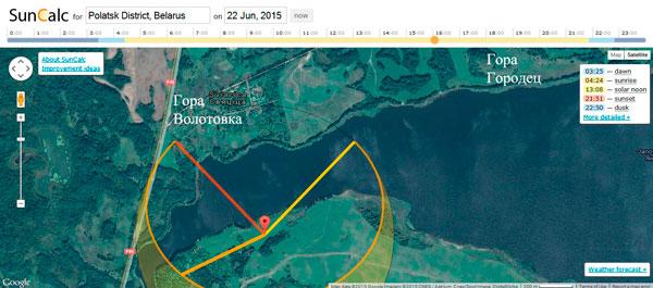 Заход (красная линия слева) и восход Солнца (желтая линия справа) 22 июня 2015 года. Если заход солнца был хотя бы в той стороне, где располагалась Волотовка (Толкачевка), то восход вообще никак не совпадал с горой Городец. Данные сервиса suncalc.net