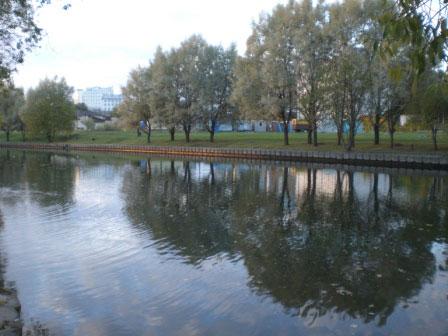 На противоположном берегу согласно данным В. Кобрута [7] располагался комплекс с почитаемым камнем (фото В. Акулова).