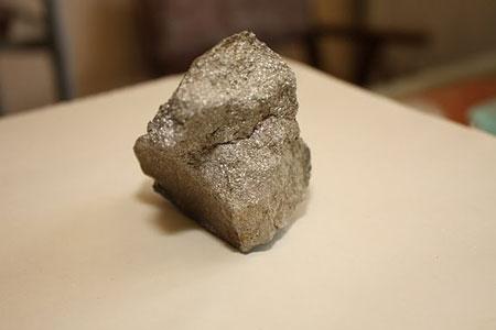 Силикатное железо или отходы литейного производства.